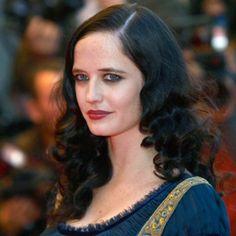 toujours ces cheveux noirs et cette raie sur le cot le rouge lvre prend - Coloration Bleu Nuit