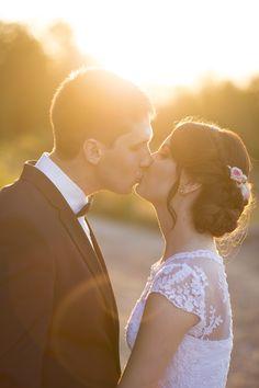 Plener ślubny o zachodzie słońca, pan młody i panna młoda pomysł na sesje ślubną szada fotografia