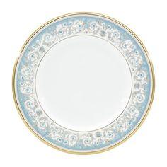 """""""気品のブルー"""" 1969年発売の優美なポロネーズを、高級感溢れるボーンチャイナで復刻しました。金の唐草模様にブルーのアクセントが正統派な印象。気品に溢れ、食卓を華やかに演出します。※ポロネーズとは素材・形状が異なります商品番号59520/H-469シリーズアルマンドサイズ直径:約27.6cm、高さ:約2.1cm材質ノリタケボーンチャイナ原産国JAPAN注文単位1枚"""