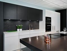 Harmony of colour, luxury and innovative solutions... #Poggenpohl #kitchen #cooking
