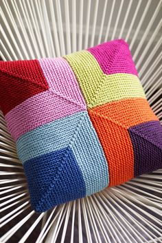 The knitting pattern for this wonderfully colourful cushion cover is worked using garter-stitch squares. A home accessory that promises to brighten up any ro. Knitted Cushion Covers, Knitted Cushions, Knitted Blankets, Cushion Cover Pattern, Chair Cushions, Knitting Projects, Crochet Projects, Knitting Patterns, Crochet Patterns