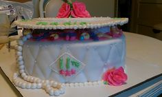cake decorating with butter cream icing and Fondant