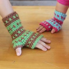 kids crochet hand warmers.