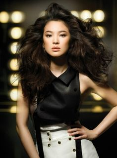 voluminous #hairstyle x bronzer :: Song Hye Kyo