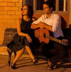"""O Teatro Municipal Café Pequeno recebe até 23 de novembro o espetáculo """"Quando Toca o Coração"""".O musical, que tem preço de R$40, conta histórias reais de amor, amizade e família, que viram ficção ao som de clássicos da música brasileira."""