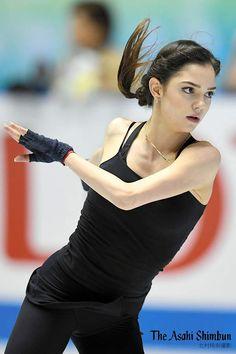asahi.com/sports/winter/figureskate/ … #フィギュアスケート #世界国別対抗戦、エフゲニア・メドベジェワ(ロシア)選手の公式練習が始まりました。(長)#WTTFigure #figureskate #YuzuruHanyu #ロシア