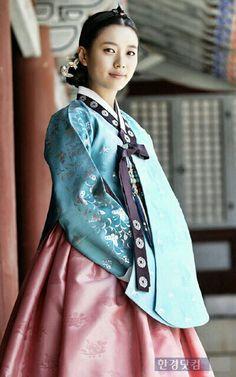 The Pretty Hanbook.. i love it.. :*