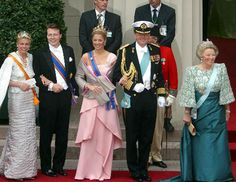From l. to r.; Princess Mabel, Prince Friso, Queen Maxima, King Willem-Alexander and Queen Beatrix