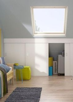 Beautiful and practical sliding doors in the attic, so you can tuck your entire garbage neatly . Attic Bedroom Storage, Attic Bedroom Small, Loft Storage, Boys Bedroom Decor, Attic Rooms, Attic Spaces, Bedroom Loft, Home Bedroom, Built In Cupboards Bedroom