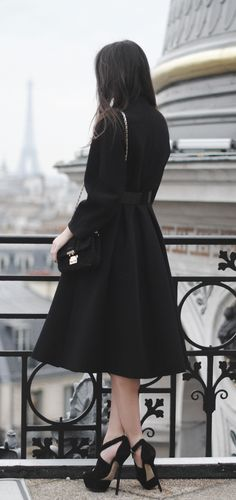 classy coat and look at those shoes! Parisienne Chic, Mode Inspiration, Mode Style, Passion For Fashion, Dress Up, Glamour, Stylish, Womens Fashion, Vogue