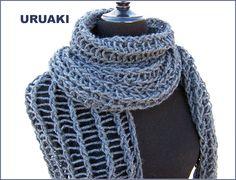 Bufanda de URUAKI calada de color gris marengo. (3202009)  Muy larga!!  Hay más fotos en  http://eljardindeamlaki.wordpress.com/2012/11/14/3203009/