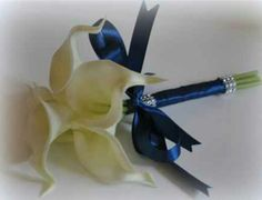 Ivory bouquet navy flowers