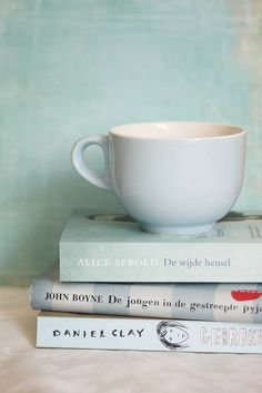 You Can Never Get A Cup Of Tea Large Enough Or A Book Long Enough To Suit Me by Ciel [Droom Kleuren], via Flickr
