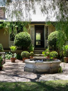 Larry and Mickey Robertson · Glenmore House - The Design Files Australian Country Houses, Australian Farm, Australian Garden Design, Formal Garden Design, Patio Design, House Design, Farmhouse Garden, Garden Cottage, Farm Gardens