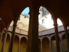 Os invitamos a pasear por el palacio de los Virreyes o Palau del Lloctinet sede del archivo de la corona de Aragón. #historia #turismo  http://www.rutasconhistoria.es/loc/palacio-de-los-virreyes