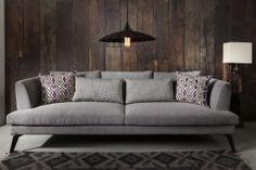 ספה אופנתית ומפנקת מעוצבת בסגנון מודרני עם נגיעות רטרו. #ספות #ספהמפנקת #גלריתוסטו Sofa, Couch, Apartment Design, Love Seat, Living Room, Furniture, Home Decor, Settee, Settee