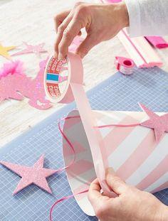 Schultüte: Malerband am Rand der Schultüte anbringen