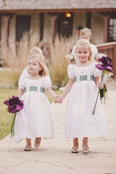 As an alternative to a basket, these flower girls carried a large flower/wand.