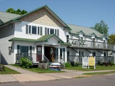Cheap winter rates & very nice rooms! Right on Lake Superior.