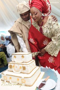 Love, Forever and Always: Motunrayo Jimoh & Abdul-Rasheed Umar Wed Nigerian Traditional Wedding, Traditional Wedding Attire, African Dresses Men, African Fashion Skirts, Wedding Cakes With Cupcakes, White Wedding Cakes, African Wedding Cakes, Igbo Bride, Nigerian Weddings