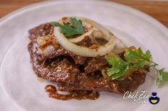 There are some dishes that are more special than others because they're tied to memories and traditions. Bistec Encebollado Puerto Rican Recipe, Bistec Recipe, Beef Round Steak, Beef Steak, Spanish Steak Recipe, Spanish Recipes, Spanish Food, Steak And Onions, Beef Recipes