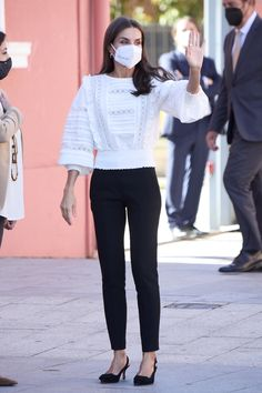 Queen Letizia, Royal Fashion, Spanish Royalty, Spanish Royal Family, Chic, Slacks, Spain, Pure Products, Clothes For Women