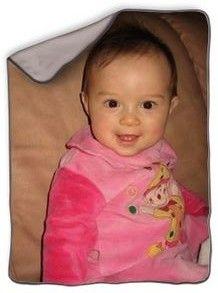 Couverture personnalisée avec photo en polaire. Couverture 70x100 cm pour bébé ou enfant. Couleur taupe.