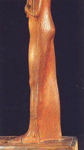 Foto 6. Perfil izquierdo. Foto en G. ANDREU, La statuette d'Ahmès Néfertari, París, 1997, p. 12, 14