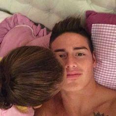 #James en IG: De esos besos que enamoran. #mylove
