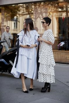 Jan 2020 - The Best Street Style Of Paris Fashion Week ellemag Moda Fashion, Fashion Week, Paris Fashion, Womens Fashion, Fashion Trends, Style Fashion, Latest Trends In Fashion, Fashion Ideas, High Fashion