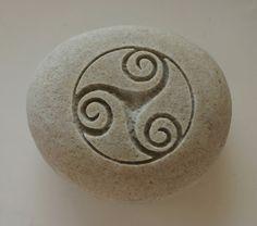 Triskele Engraved White Light Grey Stone Female door MonkeysJewels