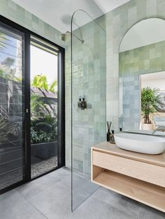 Home Decoration Inspiration Modern Bathroom has never been so Beautiful! Since the beginning of the year many girls were looking for our Great guide and it is finally got released. Now It Is Time To Take Action! See how. Green Bathroom, Bathroom Retreat, Bathroom Trends, Home Remodeling, Cheap Home Decor, Bathroom Design Trends, House Interior, Modern Bathroom, Shower Suites