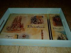 Bandeja de madera con decoración de pintura y papel arroz. Motivo decorativo, Barcelona. Modelo 01. Manualidades Rosamay