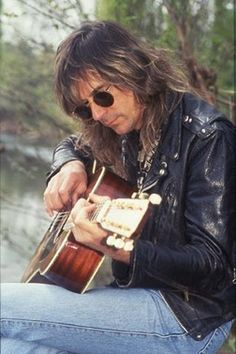 Glenn Tipton from the band Judas Priest ~ My favorite guitarist and not bad to look at either! Judas Priest, 80s Hair Metal, Rob Halford, Defender Of The Faith, British Steel, Stone Temple Pilots, Guitar Photography, Rock Of Ages, Alice In Chains