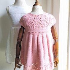 Pippa Dress Knitting pattern by Suzie Sparkles Knit Baby Dress, Baby Scarf, Simple Dresses, Pretty Dresses, Pippa Dress, Christmas Knitting Patterns, Dress Gloves, Yarn Brands, Red Heart Yarn