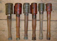 a granada de mano era un arma de la infantería, muy útil para operaciones de asalto contra nidos de ametralladoras y emplazamientos de piezas de artillería. Fue muy utilizada por ambos contrincantes, aunque los alemanes estaban más avanzados en el desarrollo de granadas de mano.  Stielhandgranate M24