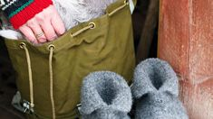 Slik lager du tovede tøfler   Hyttemagasinet Knits, Knit Crochet, Knitting, Tricot, Breien, Ganchillo, Stricken, Knit Stitches, Weaving