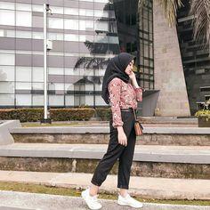 Modelling - Another! Modern Hijab Fashion, Hijab Fashion Inspiration, Muslim Fashion, Ootd Fashion, Fashion Outfits, Abaya Fashion, Casual Hijab Outfit, Ootd Hijab, Hijab Chic