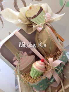 Πασχαλινό βαλιτσάκι με λαμπάδα cupcake-σοκολατένιο αυγό & διακοσμητικό κερί cupcake. www.nikolas-ker.gr Easter Ideas, Candles, Fashion, Paintings, Moda, Fashion Styles, Candy, Fashion Illustrations, Candle