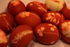 Botanical dyed eggs by annamariahorner, via Flickr - for Eastern Orthodox Easter.