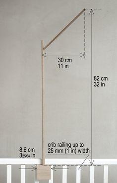Deze houten mobiele houder / arm past perfect voor langere mobiles zoals de mijne (~ 50 cm of 20 in), maar is geschikt voor elke andere mobiele:). Totale hoogte van mobiele houder is ~ 82cm of 32 in. Rustige en stijlvolle, geïnspireerd door de natuur ontwerp (eenvoudige boomtak); deze baby mobiele houder is geschikt voor elke babys kamer. Handgemaakt uit solide en stevige loofbomen hout. Oppervlak is natuurlijk hout, onvoltooide gepolijst. Als u witte versie – nodig zullen we eco vriende...