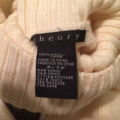 Theory wool sweater Warm, soft, beautiful wool sweater by theory. Perfect condition, worn only once. Theory Sweaters Cowl & Turtlenecks