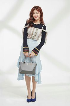 Kim Yoo Jung smiled brightly for 'lapalette'!She showcased the brand's handbags, pairing the bags with feminine outfits and of course her bea… Kim Joo Jung, Jung Yoon, Korean Makeup Look, Korean Beauty, Kim Yoo Jung Fashion, Korean Celebrities, Celebs, Lee Bo Young, Beautiful Chinese Girl
