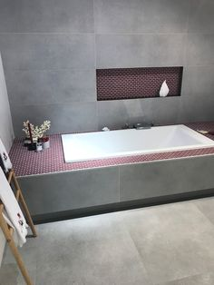 Wunderbar Zeitlose Betonoptik Mit Farbkontrasten Kombinieren, Dazu Weiße  Sanitärkeramik #fliesen #Betonoptik #badezimmer #