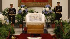 Zwei Tage nach seinem Tod   Bud Spencer öffentlich aufgebahrt - Leute - Bild.de