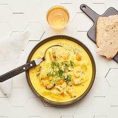 Fiskgryta- och skaldjursgryta med fänkål och saffran | Recept ICA.se Cheeseburger Chowder, Curry, Food And Drink, Soup, Dishes, Eat, Ethnic Recipes, Curries, Tablewares