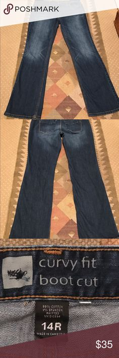 Worn once dark comfy jeans Only worn once comfy dark boot cut jeans Mossimo Supply Co. Pants Boot Cut & Flare
