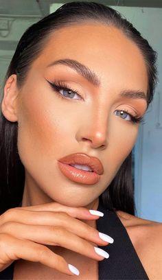 Simple Prom Makeup, Prom Eye Makeup, Nude Makeup, No Eyeliner Makeup, Blue Eye Makeup, Skin Makeup, Daytime Eye Makeup, Glossy Makeup, Eyeliner Looks