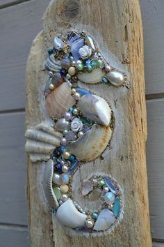 Driftwood Seahorse Wall Hanging using shells and pearls, Handmade in Cornwall. Something like this would look good applied directly to a fence postToo cool on driftwood, seahorse bling!This lovely driftwood wall hanging is made using reclaimed driftw Driftwood Seahorse, Seashell Art, Seashell Crafts, Driftwood Art, Driftwood Furniture, Seahorse Art, Driftwood Projects, Driftwood Ideas, Deco Nature