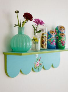scalloped shelf House of Turquoise: Stockholm Bombay Project Kitsch, House Of Turquoise, Deco Boheme, Granny Chic, Granny Flat, Happy Colors, House Colors, Boho Decor, Home Deco